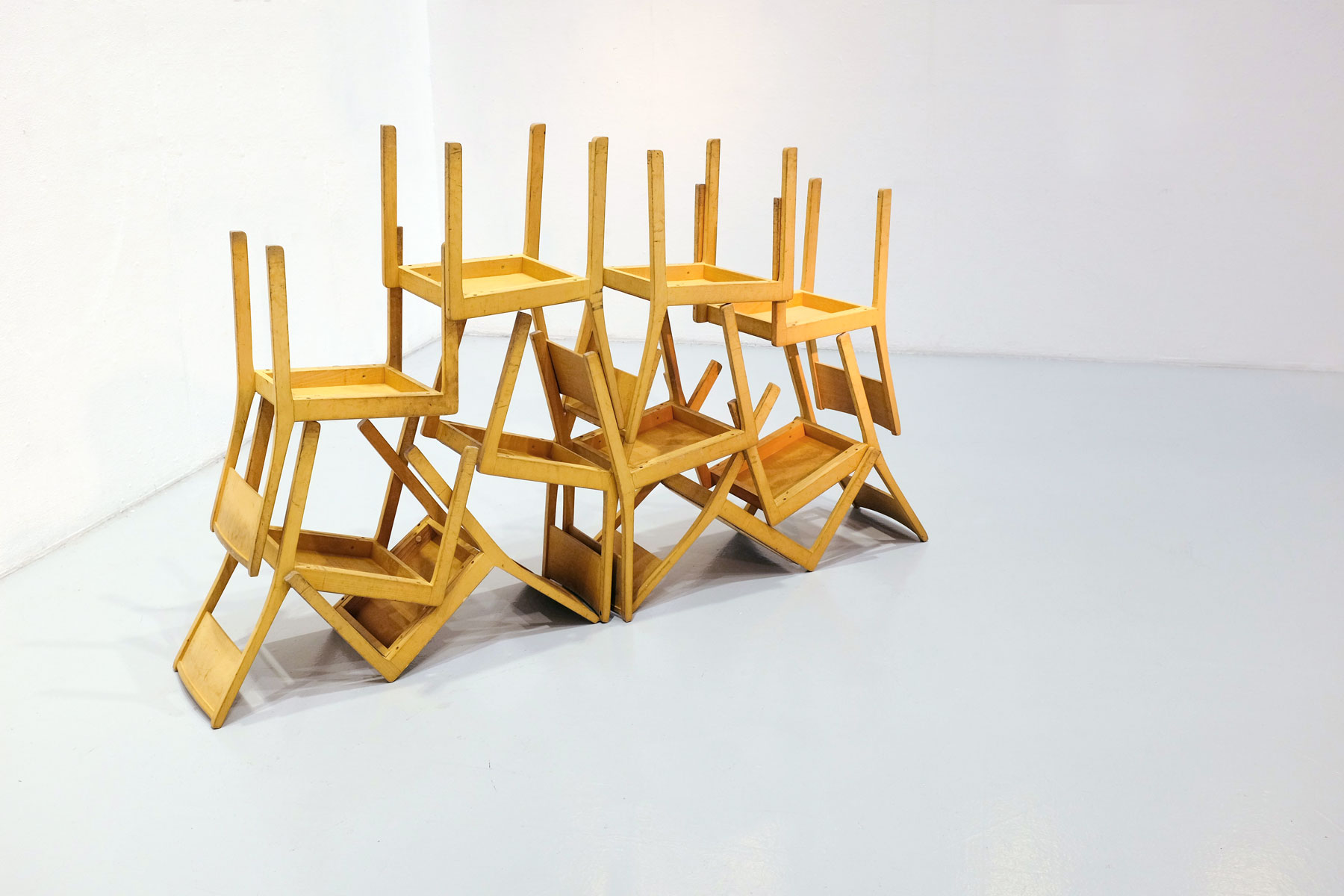 10chairs